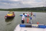 Wiatr przewrócił jacht na Zalewie Koronowskim. Osiem osób wpadło do wody [zdjęcia]