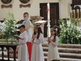 Pierwsza niedzielna grupa przystąpiła do sakramentu Pierwszej Komunii Świętej w parafii pw. św. Wojciecha