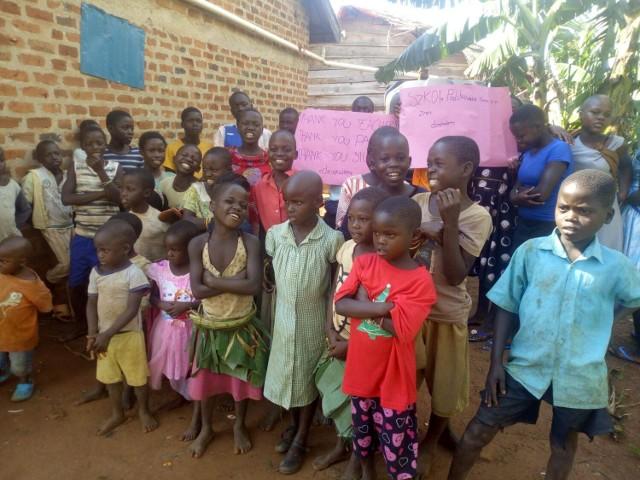 Dzieci z ugandyjskiego sierocińca podziękowały rówieśnikom ze Żnina za pomoc.