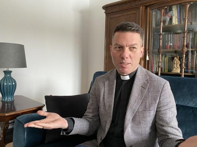 Bp Marcin Makula urodził się w Rudzie Śląskiej, a wychował w Żorach. Jest proboszczem parafii ewangelicko-augsburskiej w Golasowicach w gminie Pawłowice