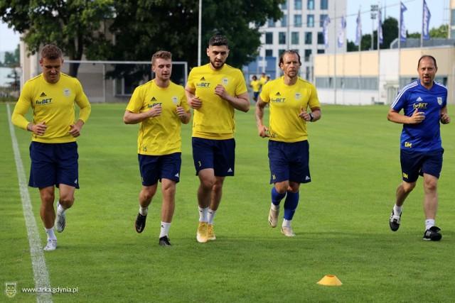 Piłkarze Arki Gdynia mają już za sobą pierwszy trening po urlopach.