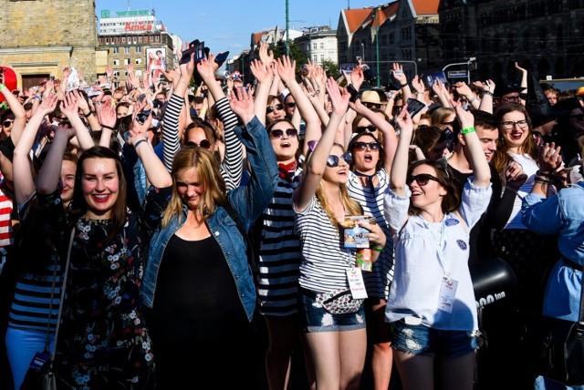 Naukę na polskich uczelniach rozpoczęło w tym roku ponad 400 tys. osób.  Sprawdź TOP 10 najczęściej wybieranych kierunków. Przejdź dalej --->
