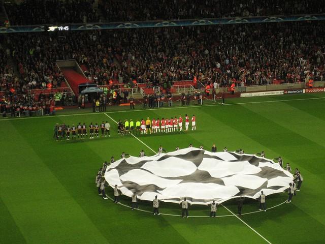 Mecz Sevilla FC - Śląsk Wrocław. Transmisja TV online będzie dostępna w internecie. Na zdjęciu: mecz Arsenalu Londyn z Sevillą FC w Lidze Mistrzów.