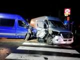 Nocny wypadek pod Przytoczną. Zderzyły się dwa mercedesy. W jednym z busów  podróżowało aż osiem osób