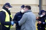 Nowe zakazy i obostrzenia w związku z koronawirusem w Polsce? Jutro poznamy decyzje rządu
