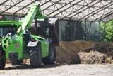 Mieszkańcy Łeby twierdzą, że Spółka Wodna kompostuje osad z innych oczyszczalni. Boją się fetoru i napisali protest