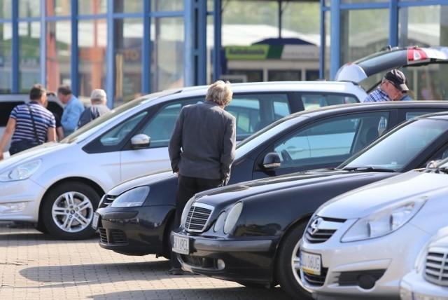 Zastanawialiście się, jakie marki samochodów są najpopularniejsze wśród mieszkańców kraju i województwa zachodniopomorskiego?   Oto najpopularniejsze marki samochodów osobowych zarejestrowanych w styczniu 2021 roku w Centralnej Ewidencji Pojazdów - liczba zarejestrowanych aut w tym okresie.
