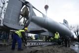 Gdynia. Flesz z przeszłości. 17.12.2011. Okręt podwodny transportowany z Portu Wojennego do Akademii Marynarki Wojennej w Gdyni
