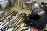 Policjant pracujący w KMP w Dąbrowie Górniczej należał do grupy przestępczej handlującej bronią. Grozi mu do dziesięciu lat więzienia