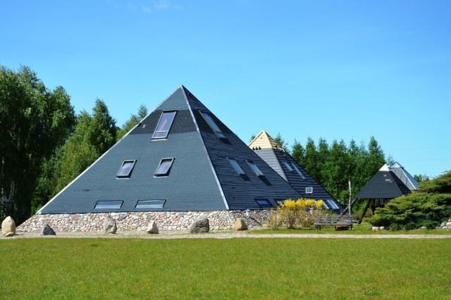 """""""Tu dobrze""""  - tak nazywa się agroturystyka, gdzie można przenocować w piramidach."""