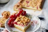 Ciasto z porzeczkami i budyniową pianką. Sprawdź, jak przygotować pyszne ciasto na lato (WIDEO, ZDJĘCIA)
