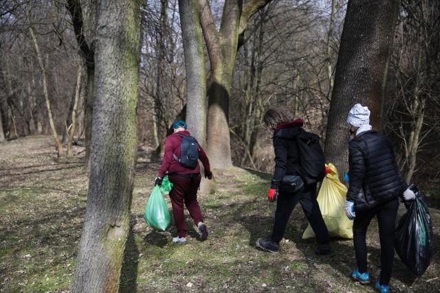 Akcja Czysta Dłubnia, sprzątanie rzeki Dłubni w Krakowie 28 marca 2021 roku.