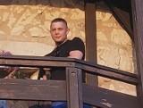 Strzelił w tablicę informacyjną w Kazimierzu Dolnym. Poszukuje go policja