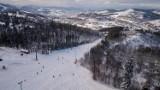Sezon narciarski w Zwardoniu. Tłumy narciarzy na stoku Małego Rachowca [WIDEO, ZDJĘCIA]