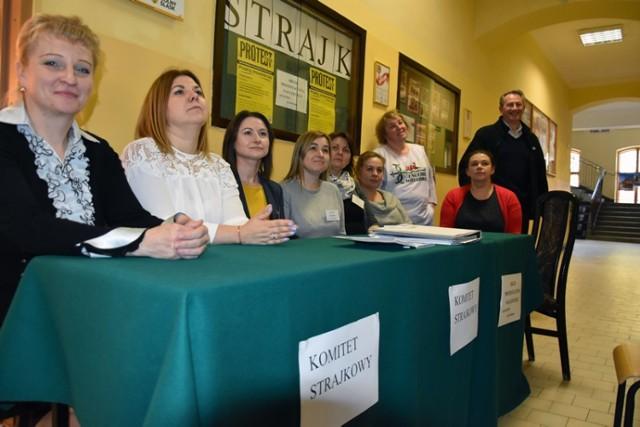 Strajk nauczycieli w Legnicy, to już 9 dzień protestu.