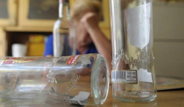 Czy pijana 36-latka naraziła swoje dzieci na niebezpieczeństwo? Wyjaśnią to śledczy.