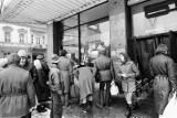Walka o papier i długie kolejki. Tak wyglądały zakupy w czasach PRL.  Zobacz archiwalne zdjęcia z Lublina