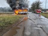 Miedzichowo. Pożar samochodu dostawczego w Lubieniu. Auto całkowicie spłonęło