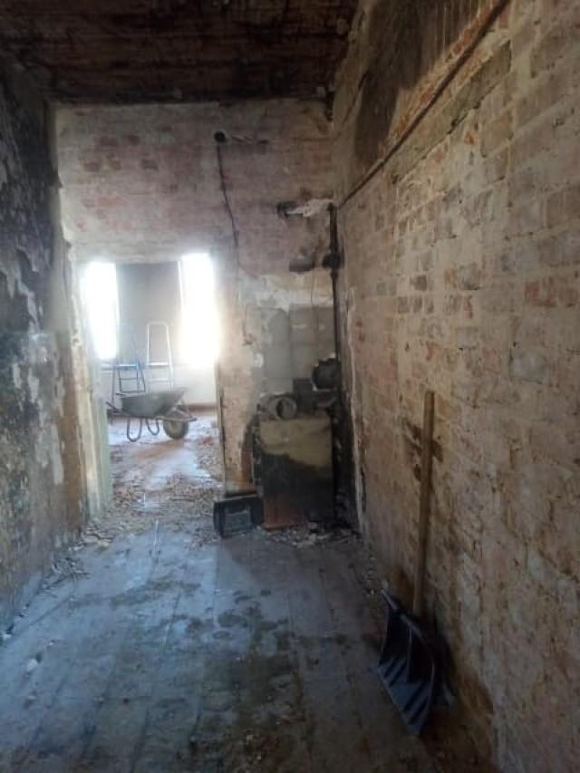 Pożar w domu w Kamieniu (gmina Krosno Odrzańskie) strawił prawie wszystko. Rodzina potrzebuje pomocy, aby stanąć na nogi.