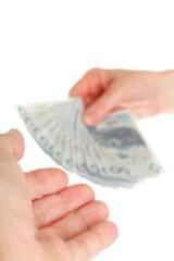 Polacy najczęściej finansują własne M z pomocą rodziny i banku