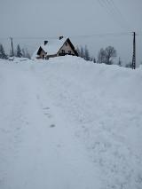 W Beskidach trwa walka ze śniegiem, w Ujsołach i Rajczy jest lepiej, jest już dojazd do przysiółków (ZDJĘCIA)