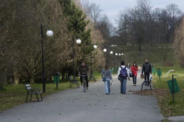 To największy park Poznania o powierzchni około 100 hektarów. Jeżeli macie ochotę na naprawdę długi spacer, to po Cytadeli można się przechadzać godzinami.