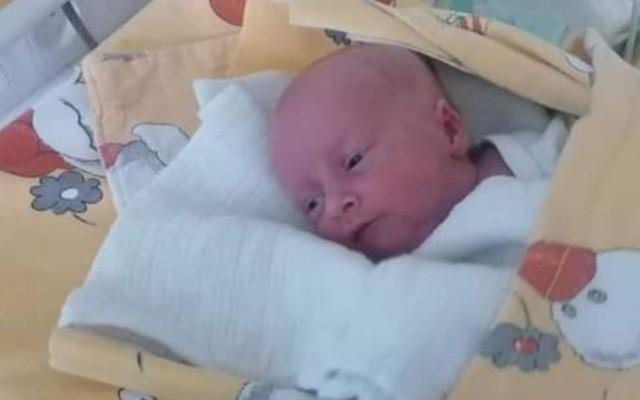 Ania urodziła się w Bydgoszczy. Jej rodzice mieszkają w ciasnym pokoju i to - ich zdaniem - jedyny powód, dla którego szpital zawiadomił MOPS i sąd rodzinny, że dla dziecka będzie lepiej, gdy trafi do pieczy zastępczej