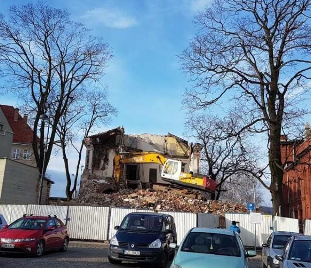 Wyburzanie budynku w centrum