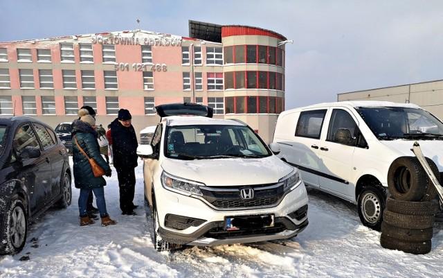 Sprzedaż samochodów na giełdzie na krakowskich Rybitwach