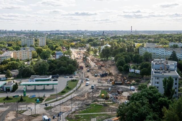 - Weto Mateusza Morawieckiego dla budżetu Unii Europejskiej może zatrzymać w Poznaniu dalsze prace nad opracowywanymi już inwestycjami, między innymi drugiego, trzeciego i czwartego etapu trasy tramwajowej na Naramowice – mówi Grzegorz Jura, radny KO