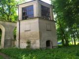 Opuszczony pałac w Koniecpolu. Co się kryje w jego wnętrzach?