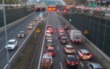 Katowice: Wypadek na DTŚ. Tworzą się ogromne korki. W tunelu zderzyły się trzy samochody