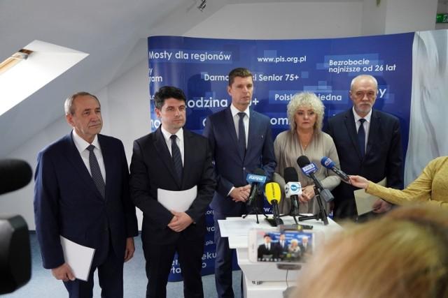 Nowi senatorowie z PiS: Jacek Bogucki, Mariusz Gromko i Marek Komorowski (pierwszy z prawej)