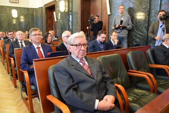I sesja Rady Miasta kadencji 2018-2023 w Chorzowie. Radni złożyli ślubowanie ZDJĘCIA