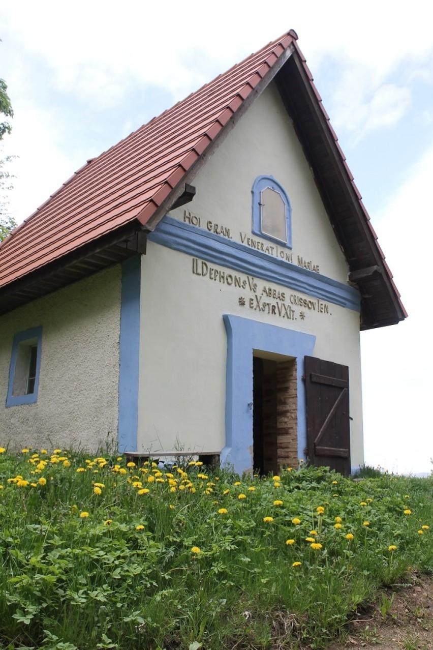 Kapliczki i pomniki w Czarnym Borze odzyskują blask [ZDJĘCIA]