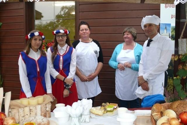 Na XIII Biesiadzie Królewskiej w Kiełpiu nie zabrakło tradycyjnych potraw. Były też pokazy walki, konkursy i inne atrakcje.