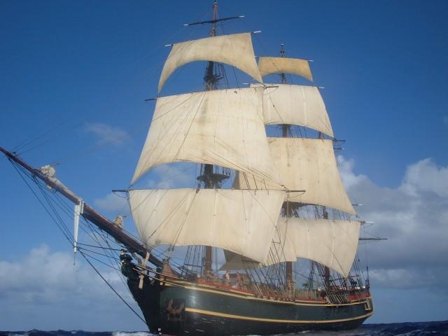 Pływająca replika okrętu Bounty.