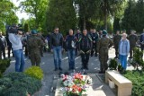 Weterani na motocyklach odwiedzają groby poległych. W Sulechowie oddali cześć poległemu w Afganistanie kpr. Hubertowi Kowalewskiemu