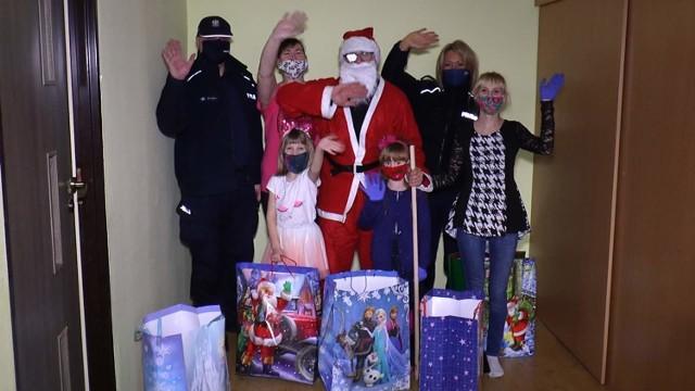Policjanci zorganizowali Niebieską Mikołajkową paczkę dla rodzin z Chrzanowa.