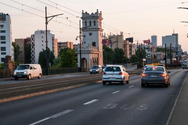 Odcinkowy pomiar prędkości w Warszawie. ZDM chce walczyć z piratami drogowymi na moście Poniatowskiego i Wisłostradzie