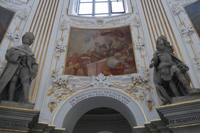 Mauzoleum Piastów w kościele św. Jana Chrzciciela w Legnicy powstało w latach 1677-1679. Pierwsza na Śląsku barokowa kaplica grobowa należy do najwybitniejszych zabytków epoki łączących w harmonijną całość wszystkie dziedziny sztuki: architekturę, rzeźbę i malarstwo. Wyróżnia się układem przestrzennym, dekoracją wnętrza oraz programem ideowym.