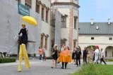 """Teatr Lalki i Aktora """"Kubuś"""" włączył się w Święto Kielc. Był korowód, pokazy oraz żelazne piosenki (ZDJĘCIA, WIDEO)"""