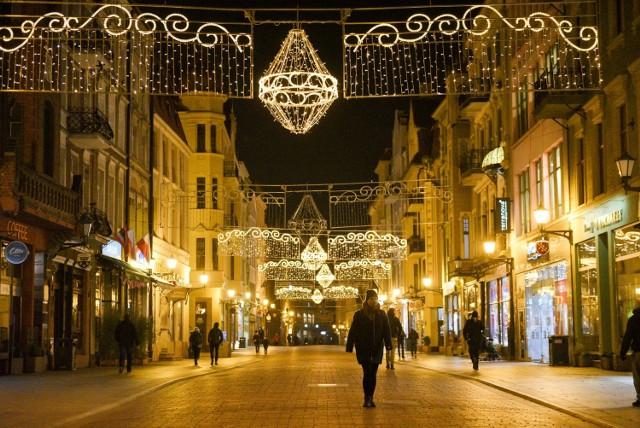 Ze względu na oszczędności spowodowane pandemią ozdób świątecznych będzie mniej niż przed rokiem. Miasto obiecuje jednak, że torunianie poczują świąteczną atmosferę