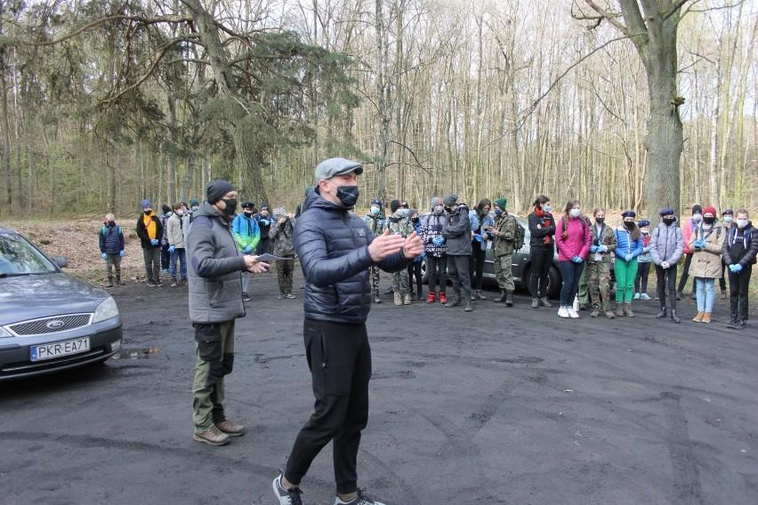 Mieszkańcy sprzątali las przy ul. Bolewskiego [ZDJĘCIA]