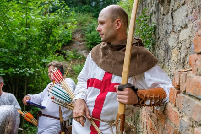 W ramach Zamkomanii na mieszkańców czeka wiele atrakcji m.in.: turniej łuczniczy, pokazy walk, a nawet nauka tańców dworskich