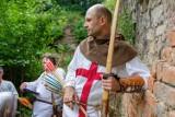 Tarnów: Rycerze opanowali ruiny zamku Tarnowskich. Kolejna edycja Zamkomanii na Górze św. Marcina [ZDJĘCIA]