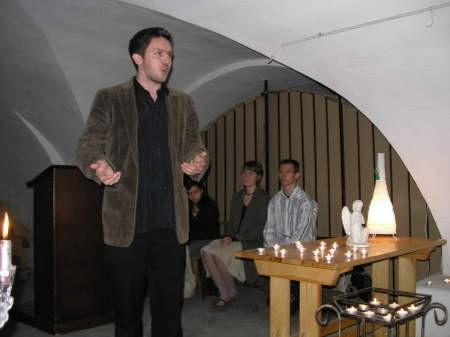 Grzegorz Szlanga (na pierwszym planie) przygotował spektakl, który będzie grany w chojnickim ratuszu.