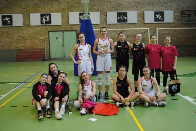 Na zdjęciu znajduje się drużyna MKS Opalenica ZS oraz MKS Opalenica r. 2007