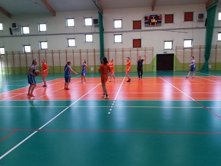 Dziewczęta ze Szkoły Podstawowej nr 5 w Żninie wywalczyły Mistrzostwo Powiatu w koszykówce [zdjęcia]