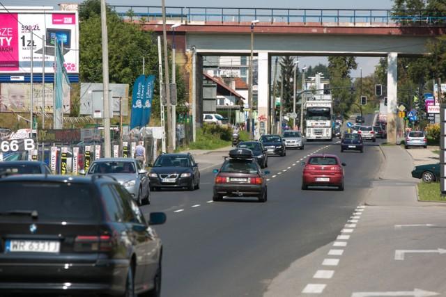 Aleja 29 Listopada do jedna z głównych dróg wyjazdowych z Krakowa na północy miasta, która regularnie się korkuje